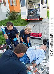 behandler, paramedics, gade, beskadiget, mand