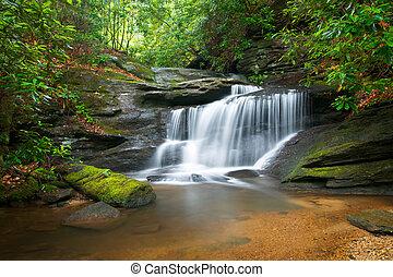 blå bjerg, ryg, natur, sløre, træer, frodig, klipper, vand, grønne, vandfald, strømme, fredsommelige, afføringen, landskab