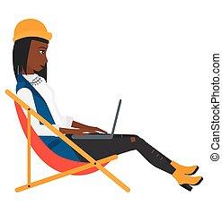 branche kvinde, salon, chaise, siddende, laptop.