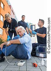 firstaid, beskadiget, give, paramedical, hold, mand