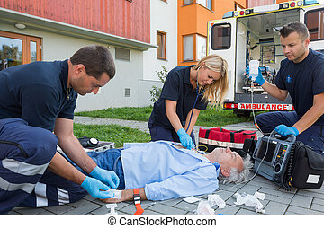 firstaid, give, patient, bevidstløs, paramedics