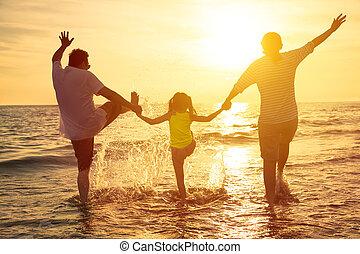 nyde, sommer, familie ferie, strand, glade