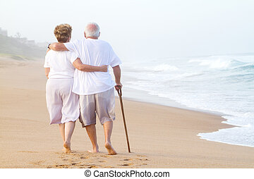 omvandrende, par, strand, gammelagtig