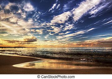 solnedgang, dramatisk himmel, havet, under, i ligevægt