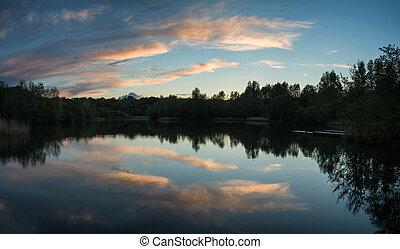 sommer, pulserende, vand, sø, reflekter, solnedgang, i ligevægt